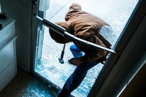 commercial burglar alarm maintenance stops intruders